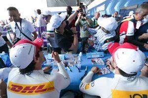 Fans take a selfie with Lucas Di Grassi, Audi Sport ABT Schaeffler and Daniel Abt, Audi Sport ABT Schaeffler at the autograph session
