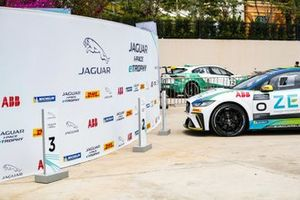 Yarış galibi Cacá Bueno, Jaguar Brazil Racing, arrives in Parc Ferme