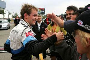 Ganador de la carrera Jamie Green, ASM F3 Dallara F3-03 Mercedes en parc ferme