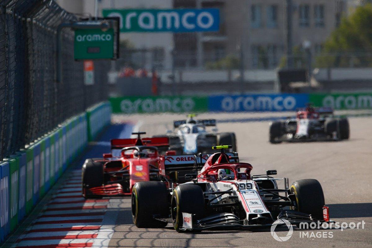 Antonio Giovinazzi, Alfa Romeo Racing C39, Sebastian Vettel, Ferrari SF1000, e Nicholas Latifi, Williams FW43