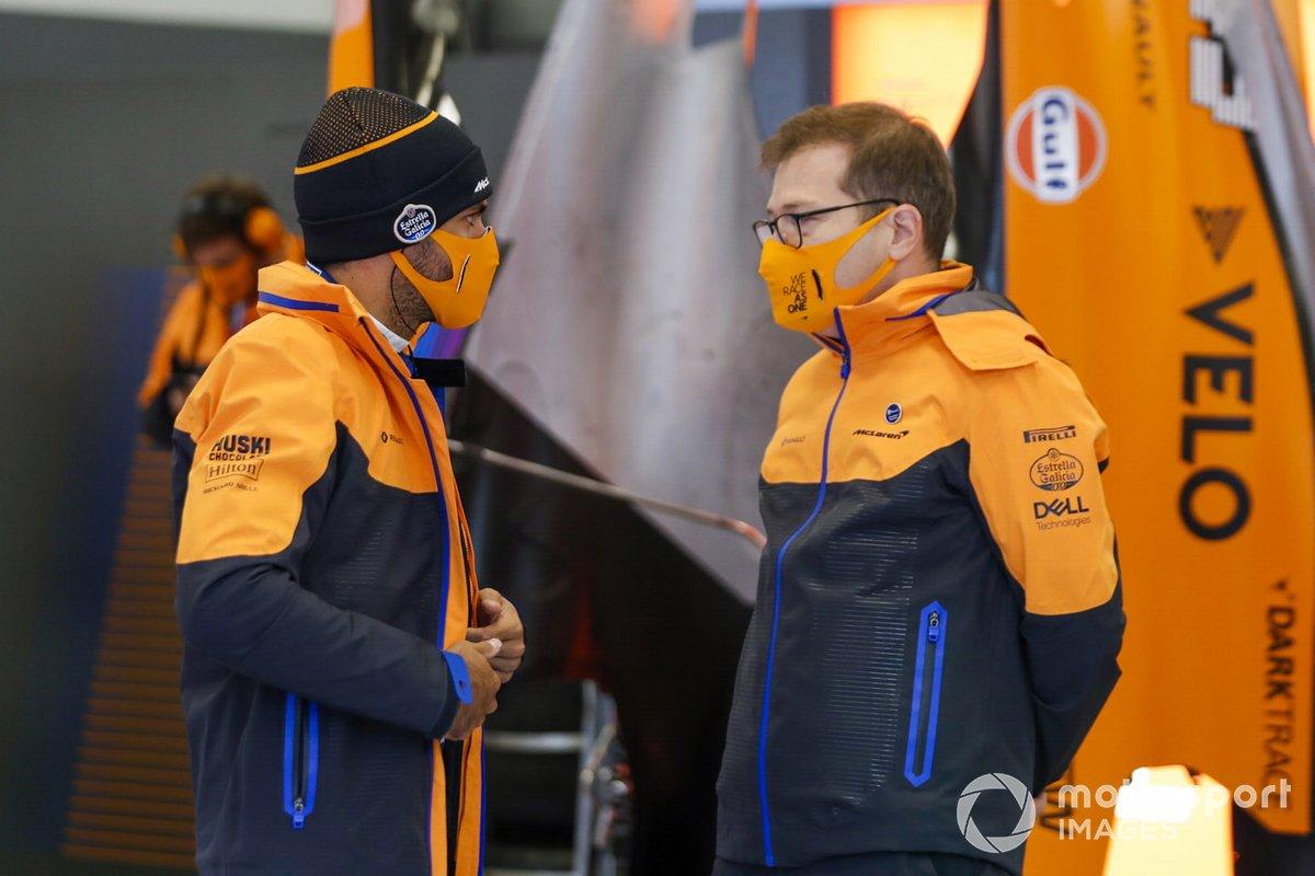 Carlos Sainz Jr., McLaren, Andreas Seidl, Director de McLaren