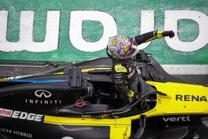 Daniel Ricciardo, Renault F1 Team R.S.20, 3rd position, celebrates in parc ferme