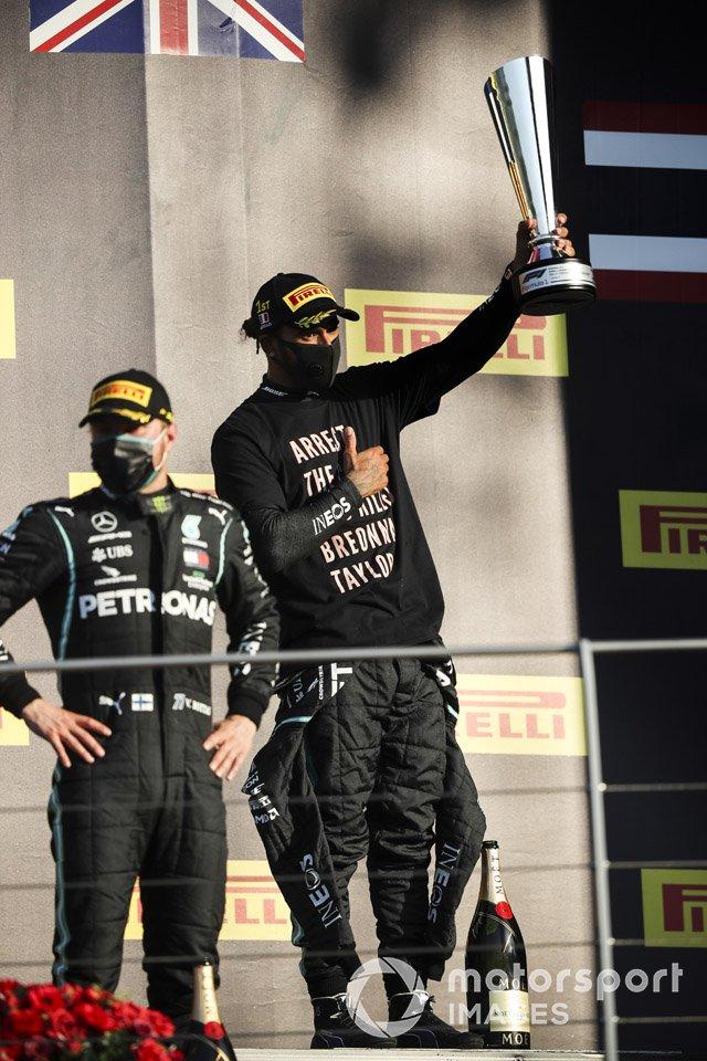 Podio: segundo lugar Valtteri Bottas, Mercedes-AMG F1, ganador Lewis Hamilton, Mercedes-AMG F1