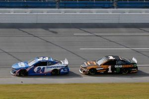 William Byron, Hendrick Motorsports, Chevrolet Camaro Hendrickcars.com, Kurt Busch, Chip Ganassi Racing, Chevrolet Camaro GEARWRENCH