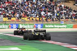 Alex Albon, Red Bull Racing RB16, Esteban Ocon, Renault F1 Team R.S.20