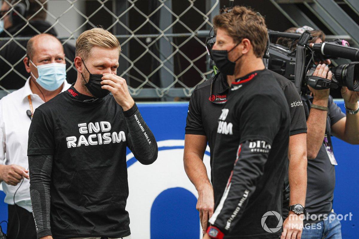 Kevin Magnussen, Haas F1, e Romain Grosjean, Haas F1, sulla griglia di partenza