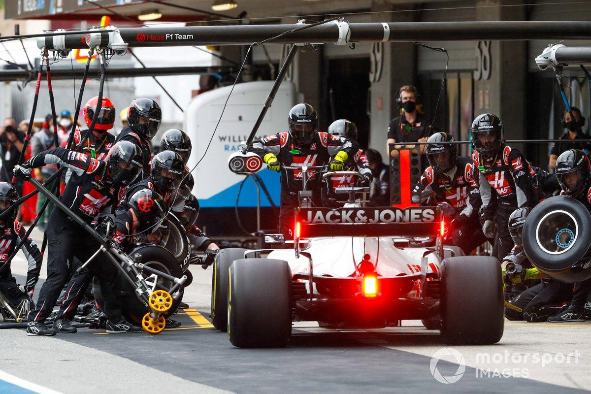 Romain Grosjean, Haas VF-20, pit stop