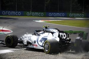 Pierre Gasly, AlphaTauri AT01 leaves the gravel