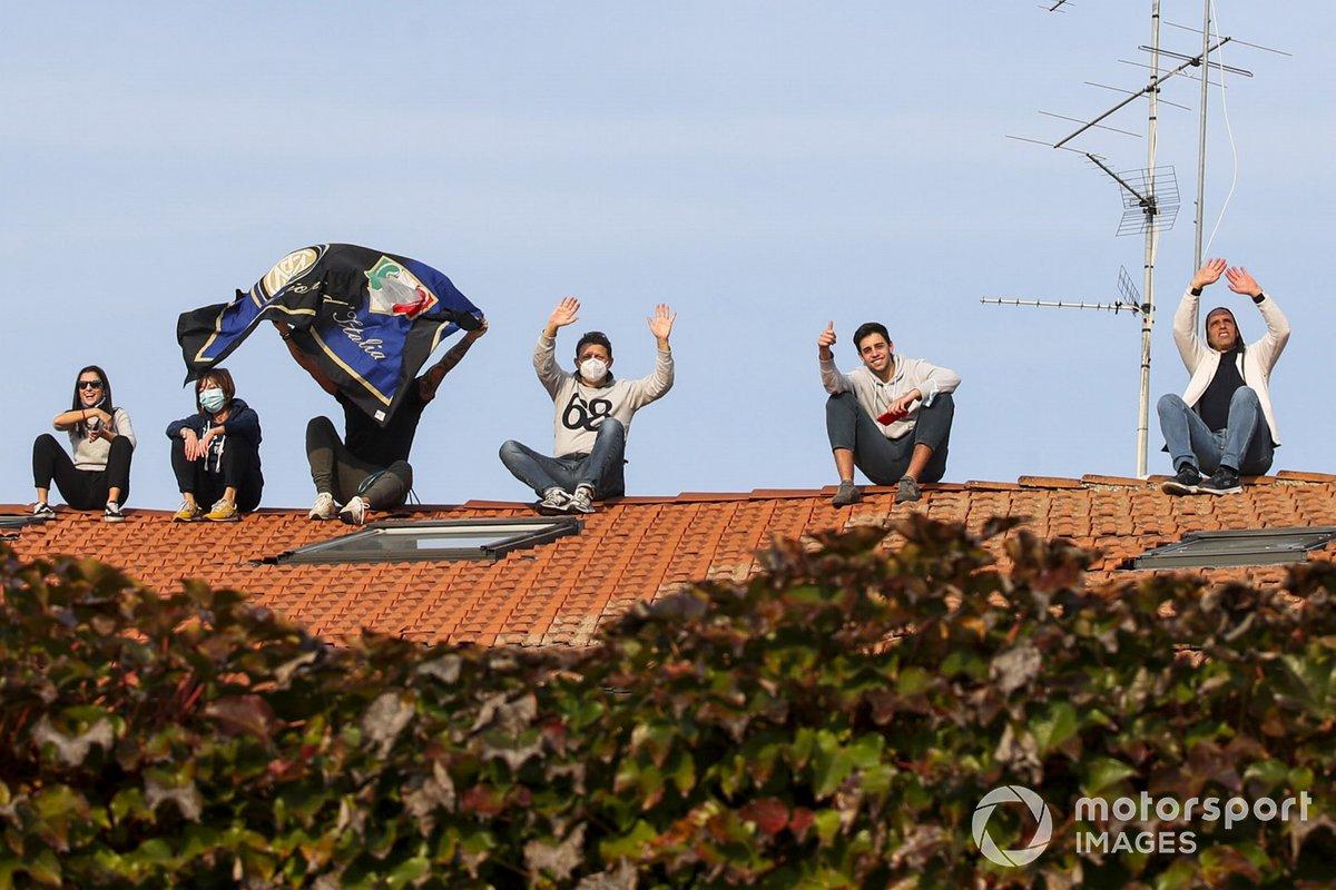 Fans en un techo