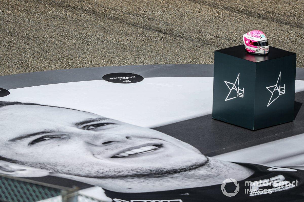 Un tributo para el piloto de F2 Anthoine Hubert en la parrilla