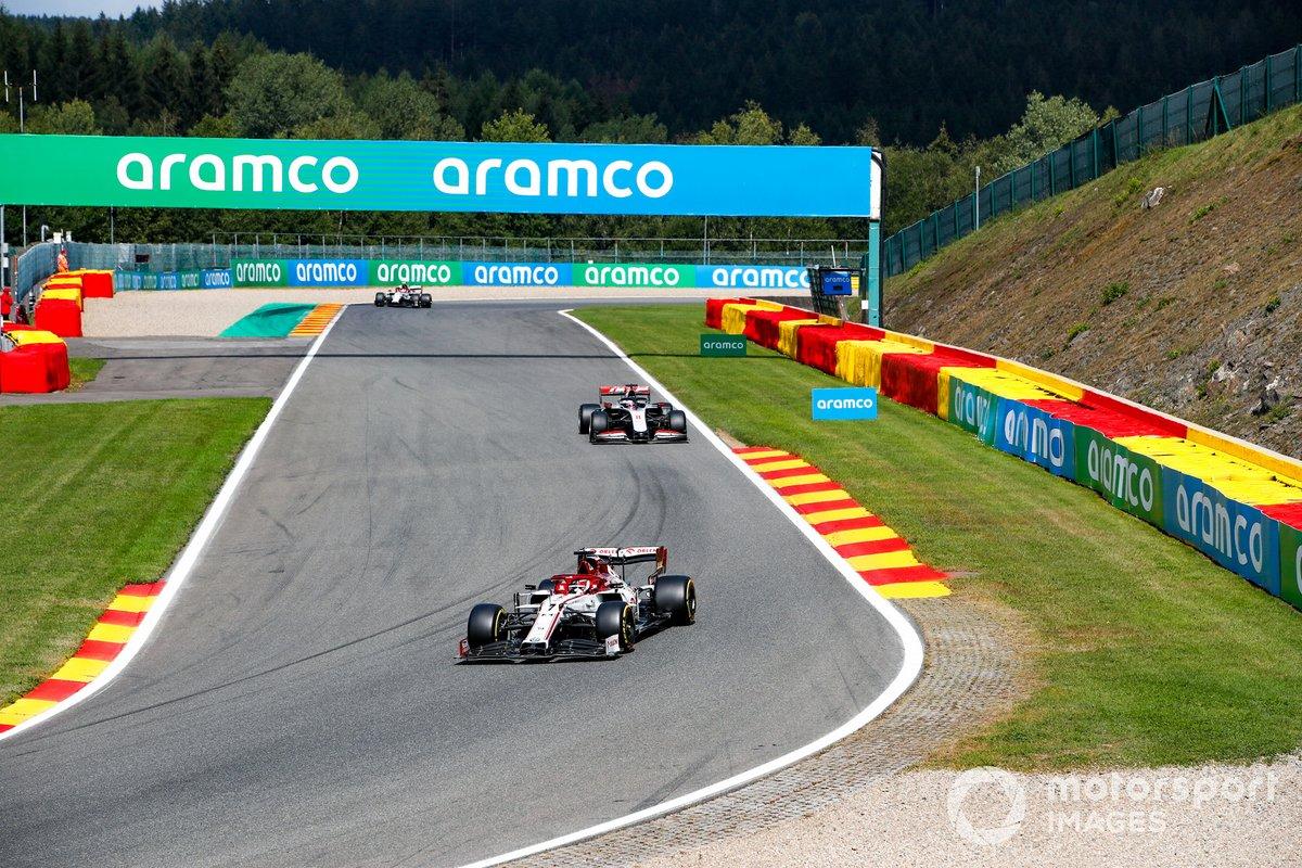 Kimi Raikkonen, Alfa Romeo Racing C39, Romain Grosjean, Haas VF-20