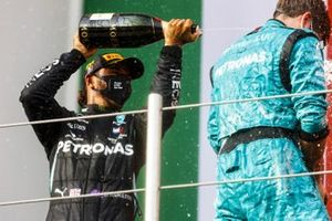 Race winner Lewis Hamilton, Mercedes-AMG F1 and Winning Constructor Representative celebrate on the podium with the champagne