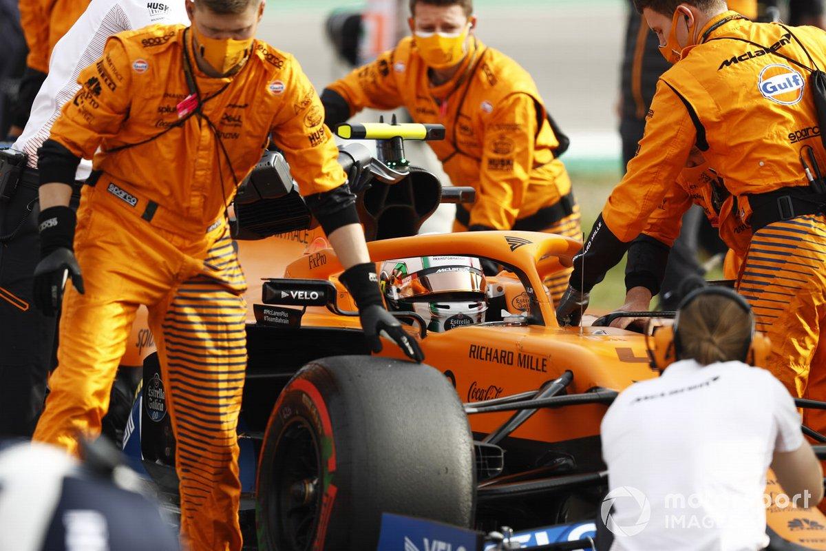 Lando Norris, McLaren MCL35 , arriva sulla griglia