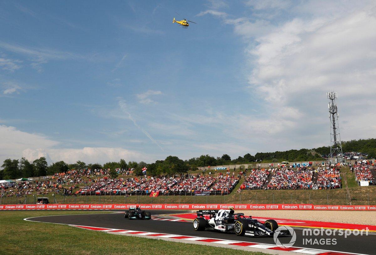 Pierre Gasly, AlphaTauri AT02 , Lewis Hamilton, Mercedes W12
