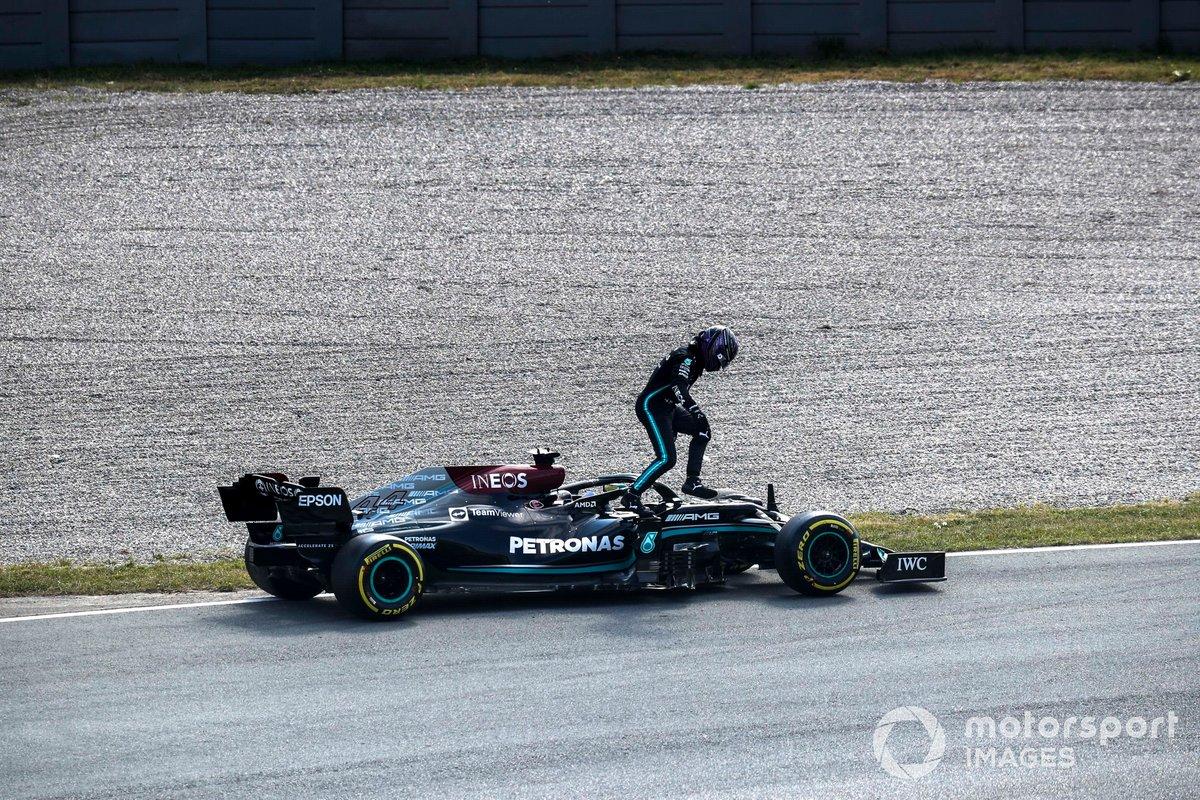 Lewis Hamilton, Mercedes W12, si rompe durante le FP2