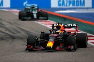 Max Verstappen, Red Bull Racing RB16B, Lance Stroll, Aston Martin AMR21