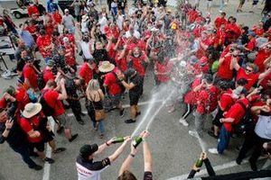 Les membres de Honda HPD fêtent le championnat Manufacturiers