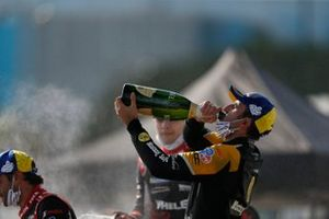 #5: Mustang Sampling / JDC-Miller MotorSports Cadillac DPi, DPi: Loic Duval, Tristan Vautier, sur le podium