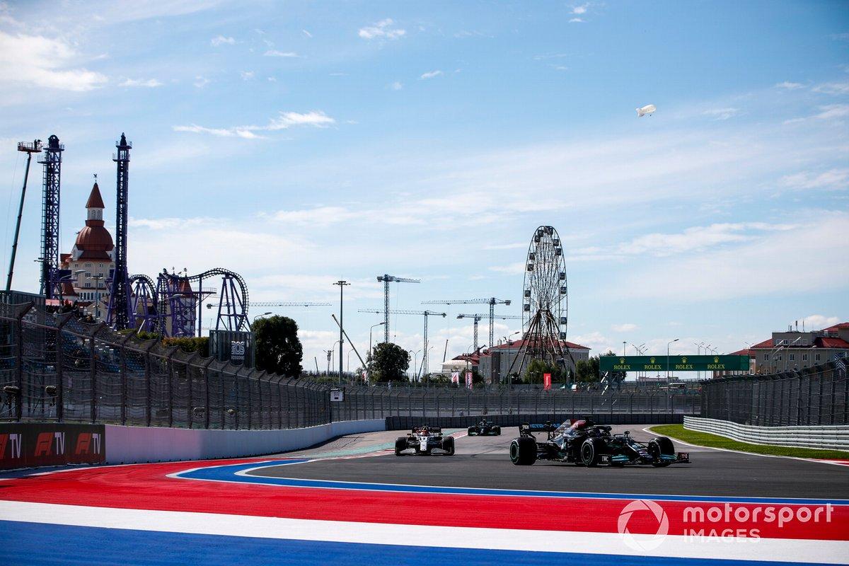 Lewis Hamilton, Mercedes W12, Kimi Raikkonen, Alfa Romeo Racing C41 e Valtteri Bottas, Mercedes W12.