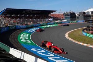 Charles Leclerc, Ferrari SF21, Carlos Sainz Jr., Ferrari SF21, and Fernando Alonso, Alpine A521