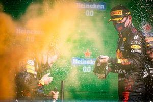 Max Verstappen, Red Bull Racing, 1a posizione, festeggia la vittoria
