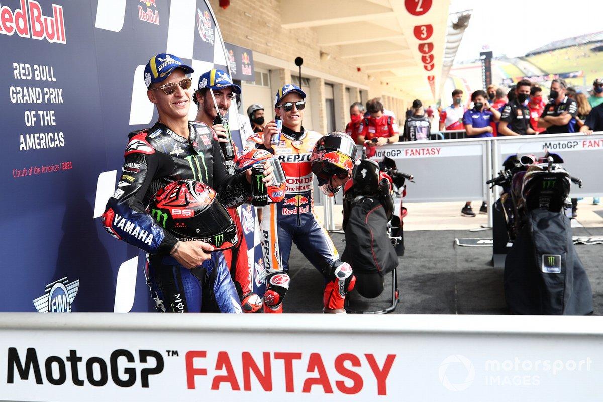 Top 3 clasificados: segundo Fabio Quartararo, Yamaha Factory Racing, pole position Francesco Bagnaia, Ducati Team, tercero Marc Márquez, Repsol Honda Team