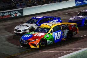 Kyle Busch, Joe Gibbs Racing, Toyota Camry M&M's, Chris Buescher, Roush Fenway Racing, Ford Mustang Fastenal