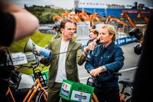 Robert Doornbos interviewing Nico Rosberg