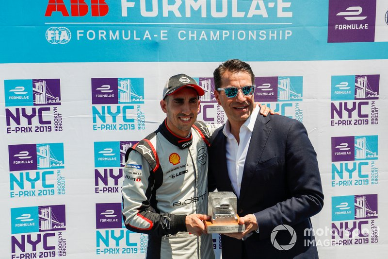 Sébastien Buemi, Nissan e.Dams riceve il pole position award da Marco Parroni, Head of Global Sponsoring, Managing Director SA Julius Baer