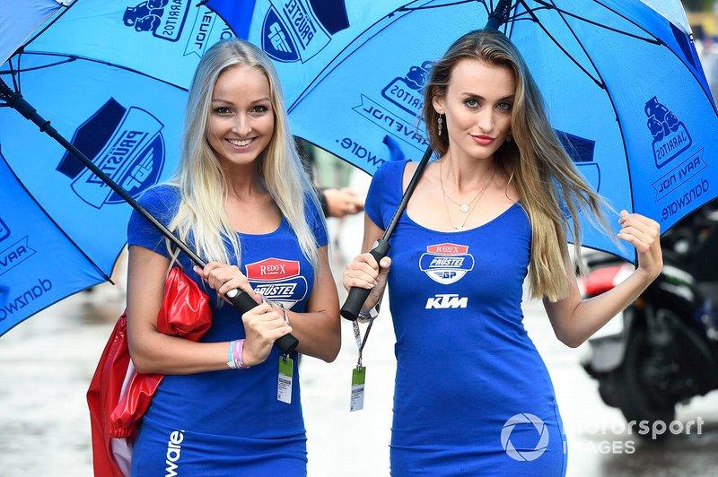 Грид-герлз команды КТМ на Гран При Австрии