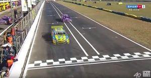 Chegada da corrida 1 da etapa de Campo Grande da Stock Car