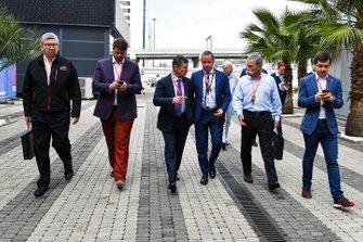 Ross Brawn, directeur de la compétition du Formula One Group, Alexy Titov, directeur exécutif de Rosgonki, Dmitry Kozak, vice Premier Ministre de la Fédération de Russie, Chase Carey, directeur exécutif du Formula One Group et Sergey Vorobyev, promoteur du GP de Russie