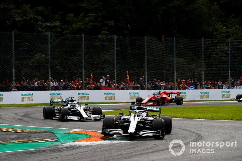Lewis Hamilton, Mercedes AMG F1 W10, Valtteri Bottas, Mercedes AMG W10 y Sebastian Vettel, Ferrari SF90