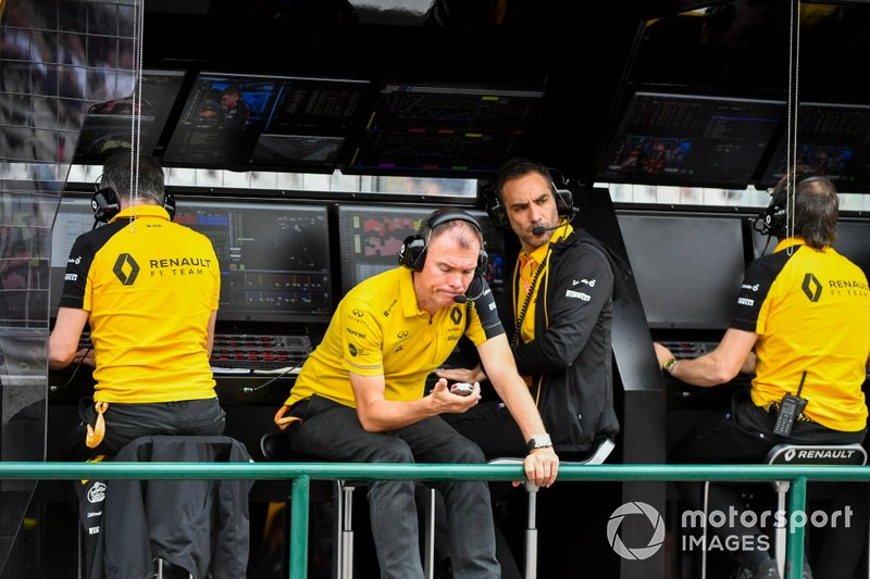 Alan Permane, Trackside Operations Director, Renault F1 Team, Cyril Abiteboul, Managing Director, Renault F1 Team