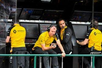 Alan Permane, Trackside Operations Director, Renault F1 Team, en Cyril Abiteboul, Managing Director, Renault F1 Team