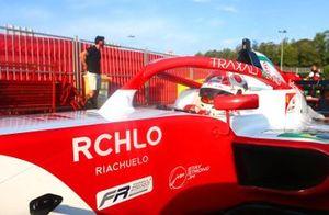 Patrocínio da Riachuelo no carro de Enzo Fittipaldi