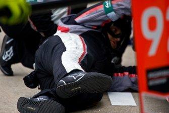 Un membre de Porsche GT Team