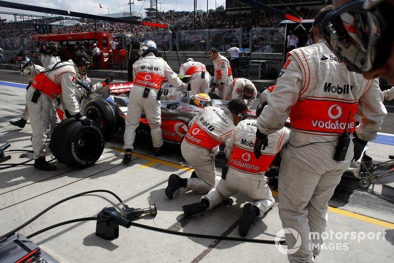 Пит-стоп: Льюис Хэмилтон, McLaren MP4-22