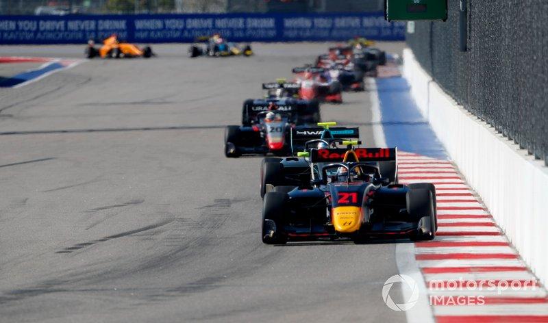 Юри Випс, Hitech Grand Prix, Джейк Хьюз, HWA RACELAB, и Леонардо Пульчини, Hitech Grand Prix