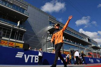 Lando Norris, McLaren, tijdens de rijdersparade