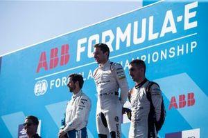 Ganador de la carrera, Robin Frijns, Envision Virgin Racing celebra con Alexander Sims, BMW I Andretti Motorsports, Sébastien Buemi, Nissan e.Dams.