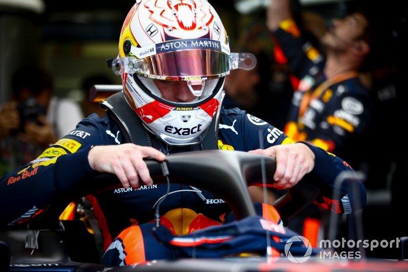Max Verstappen, Red Bull Racing, si siede nella sua auto