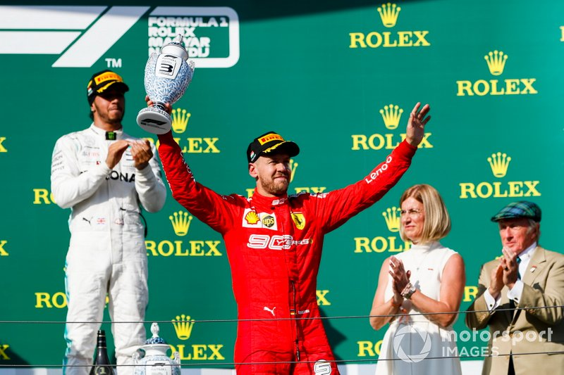 Sebastian Vettel, Ferrari, troisième, avec son trophée