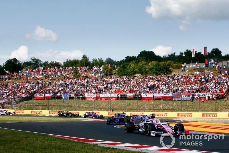 Sergio Perez, Racing Point RP19, precede Alexander Albon, Toro Rosso STR14, e Daniil Kvyat, Toro Rosso STR14