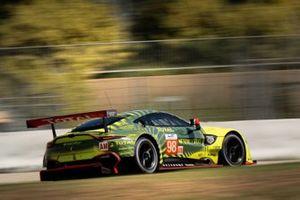 Пол Далла-Лана, Педро Лами и Матиас Лауда, Aston Martin Racing, Aston Martin Vantage AMR (№98)