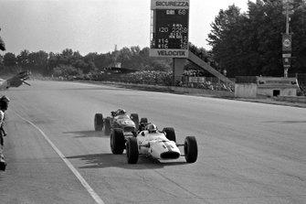 John Surtees, Honda RA300, leads Jack Brabham, Brabham BT24 Repco