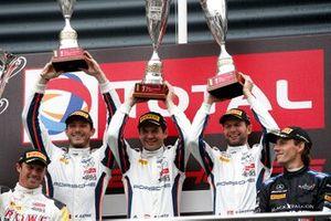 Podio: #20 GPX Racing Porsche 911 GT3 R: Kevin Estre, Michael Christensen, Richard Lietz