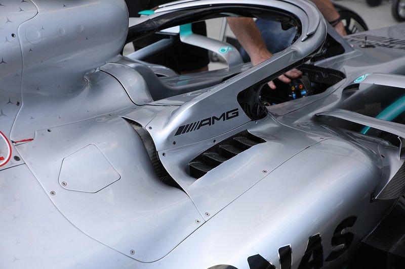 Mercedes AMG F1 W10, cabina