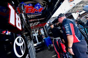 Harrison Burton, Kyle Busch Motorsports, Toyota Tundra Safelite AutoGlass, Mike Hillman Jr