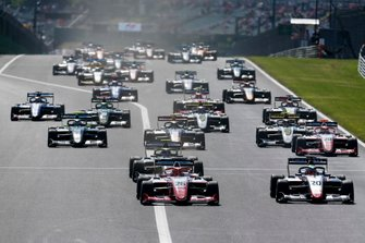 Marcus Armstrong, PREMA Racing leads Leonardo Pulcini, Hitech Grand Prix at the start of the race